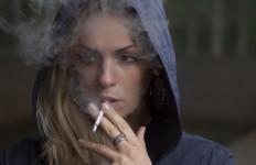 ikona1234kobieta_papierosy2
