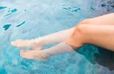 nogi w wodzie