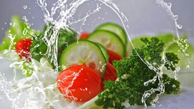 mycie warzyw