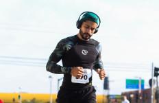 biegacz-1-w-sluchawkach